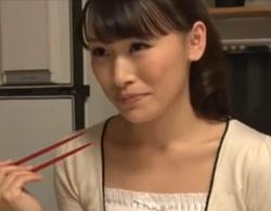 長瀬涼子》優しくて美人な母親にどうにも我慢できなくなった息子が近親相姦夜這い!