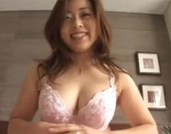 望月加奈》四十路ぽっちゃり熟女な望月加奈のハメ撮り顔射セックス動画!
