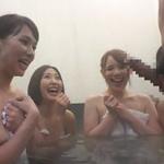 『すご~い!触っていい!?』混浴風呂でママ友軍団と遭遇し輪姦乱交セックス!