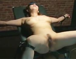 風間ゆみ》寝取られ変態クラブへようこそw巨乳な自分の妻を両手脚拘束して他人棒に犯させて覗く変態旦那w