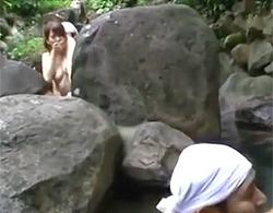 波多野结衣》問題、どこでネトられてるでしょうか?岩場の向こうでダンナに隠れ輪姦NTRでナカ出しされる美巨乳ヒトヅマww