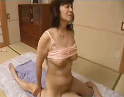 ババアとジジイの営み動画www五十路夫婦が互いにスローに責め合っての閉経マムコに中出しセックス!