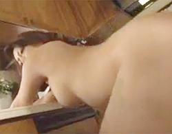 愛矢峰子》立ちBACKで自ら尻を押し付けてくる四十路人妻のデカパイ&デカ尻が豊満でえろすぎる件