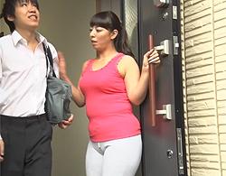 村上涼子》四十路なお母ちゃんが豊満体なのにピッタリした服でウロつくもんでムスコ暴走な近親ソウカン