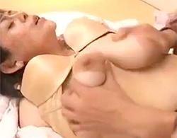 すごいぞ伸びるおっぱい!ビロビロに垂れた垂れ乳巨乳な五十路閉経高齢熟女に生ハメ顔射セックス!