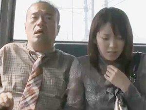 ヘンリー塚本》はわわwバスの車内で手コキされてこの顔wwそのまま逆ナン的に行きずりの男と不倫