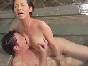 「あなた、若い頃を思い出すわね」五十路、六十路な熟年夫婦が温泉旅行で久しぶりに乳繰り合ってこの顔w