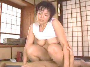 佐野郁子》一昔前の裏ビデオみたいなセックス動画ですね。五十路閉経なおばさんがレトロ部屋でおセックスw