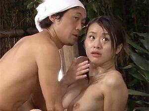 寝取られ願望の夫に騙され混浴で男優さんとセックス中に一般客が入浴してきてしまいこの顔w