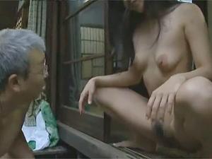ヘンリー塚本沢村ゆうみ》三十路エロ奥様の豪快全裸ヤンキー座りで放尿からの不倫相手とほぼ青姦でNTR!