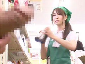 商品補充中のパート若妻にボッキチ●ポ見せた瞬間がコレwwこの後、BACKヤードでハメハメNTR☆