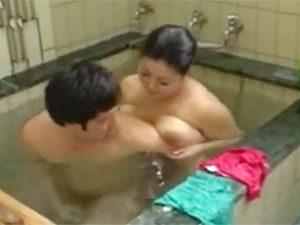 寺島志保》むっちり四十路な人妻母がムスコと風呂場でデカパイファックする一部始終☆