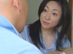 四十路熟女が配達員に恋文頂いちゃってドキドキが止まらなくなり性欲が暴走する!