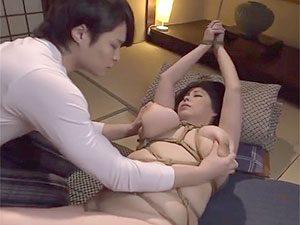 富沢みすず》デブぽっちゃりな五十路熟女の垂れ乳爆乳を亀甲縛りなんかするから大変なことに!?
