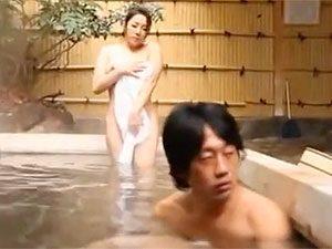 浅倉彩音44歳、旦那の連れ子とコミュニケーションしようと混浴したら若い体に性欲が暴走してSEX!