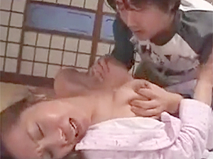 山本艶子》63歳還暦六十路な爆乳母親が旦那&息子とセックスする近親相関